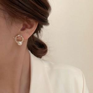 Exquisite Light Luxury Pearl Hoop Earrings - Golden
