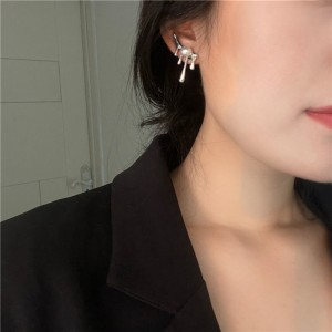 Temperament Fashion Pearl Earrings - Silver