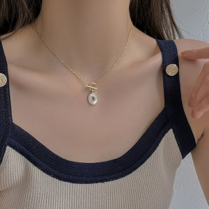 Simple Shell Pendant Clavicle Chain Necklace - Golden