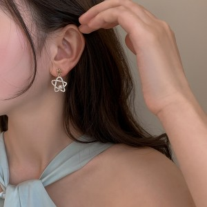Five Pointed Star Pearl Earrings - Golden
