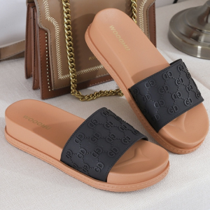 Alphabetic Engrave Thick Sole Casual Slippers - Black