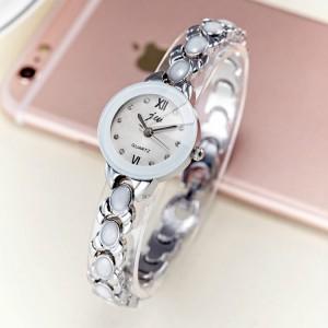 Women's Fashion Casual Steel Band Quartz Watch - Silver
