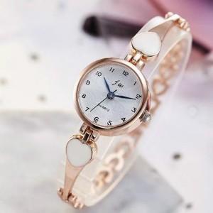 Women's Heart shaped Quartz Watch - Golden