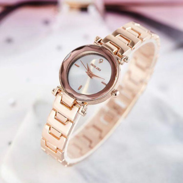 Ladies Bracelet Electronic Fashion Quartz Watch - Golden