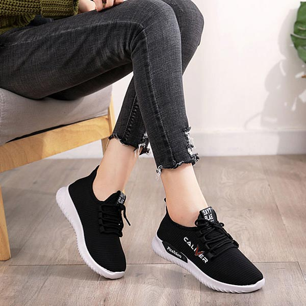 Breathable Lightweight Lace-up Trendy Women Sneakers - Black