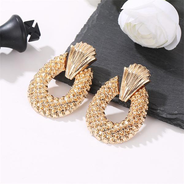 Geometric Fashion Pineapple Engraved Earrings - Golden