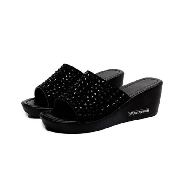 Thick Bottom Rivets Decorated Sandals - Black