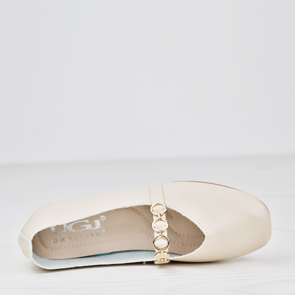 Flat Wear Rings Decorated Flat Shoes - White