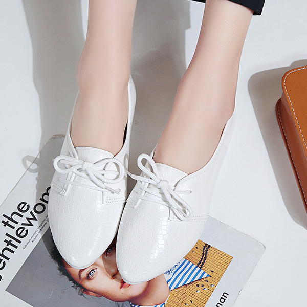 Synthetic Leather Shiny Pointed Flat Shoes - White