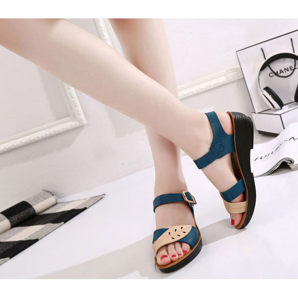 PU Leather Leaf Engraved Sandals - Black
