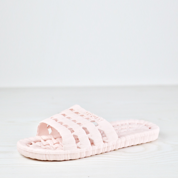 Hollow Drainable Flat Bathroom Slippers - Light Pink