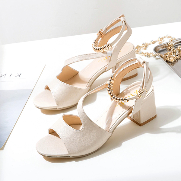 Fine Quality PU Medium Heel Sandals - White