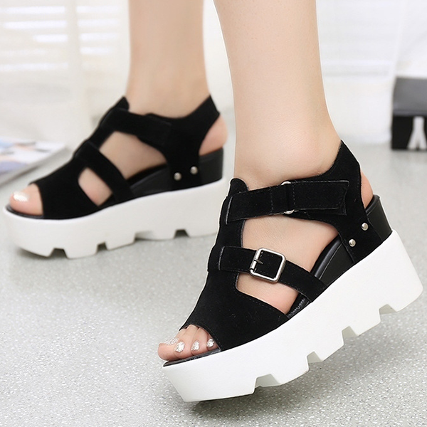 Heavy Bottom Fish Mouth Black Buckle Sandals