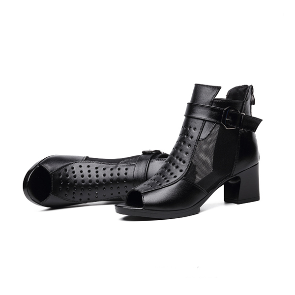 Black Buckle Fish Mouth Engraved Sandals