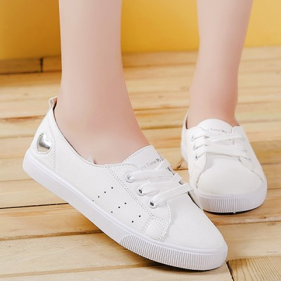 Flat Heart Engraved Casual Sneakers - White