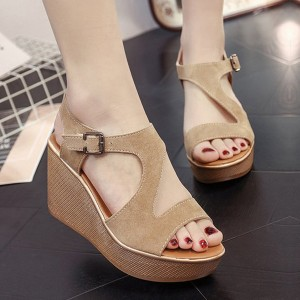 Thick Bottom Khaki Casual Buckle Sandals