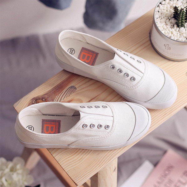 Canvas Flat Lace Casual Wear Sneakers - White