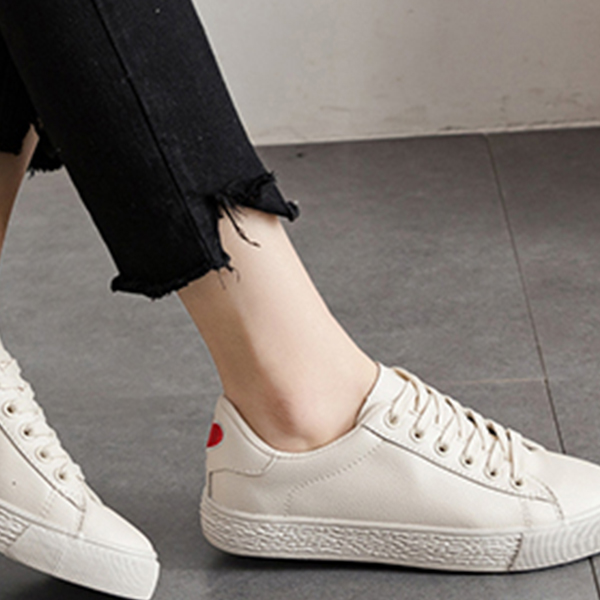 Hearts Embroidery Casual Sneakers - White