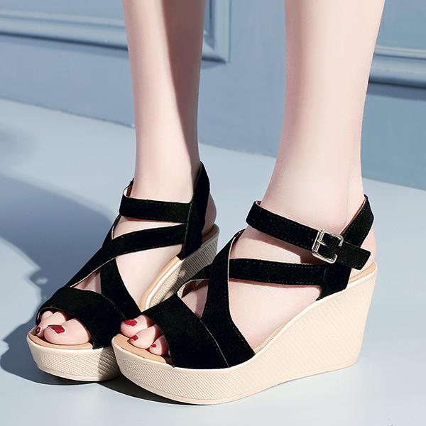 Heavy Bottom Strappy Black Buckle Sandals