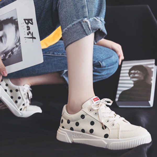 Circle Pattern Flat Bottom Casual Women Shoes - White