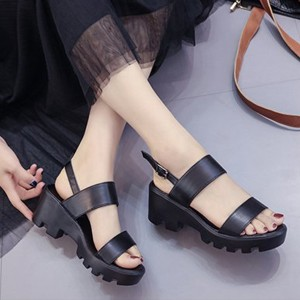 Thick Bottom Buckle Strapped Women Sandals - Black