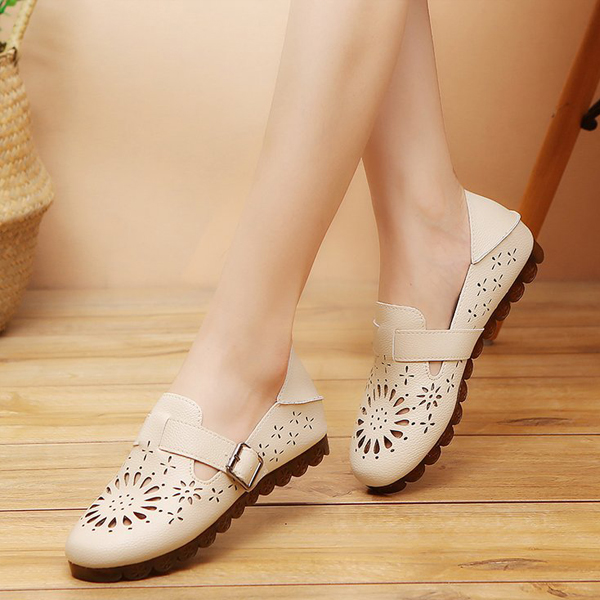 Hollow Bohemian Style Buckle Summer Shoes - Beige