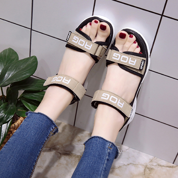 Green Medium Bottom Sports Casual Sandals