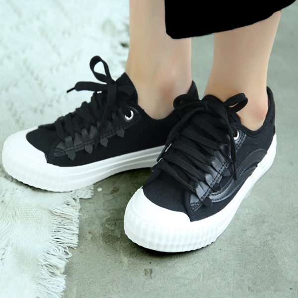 Comfy Flat Black Canvas Quality Sneakers
