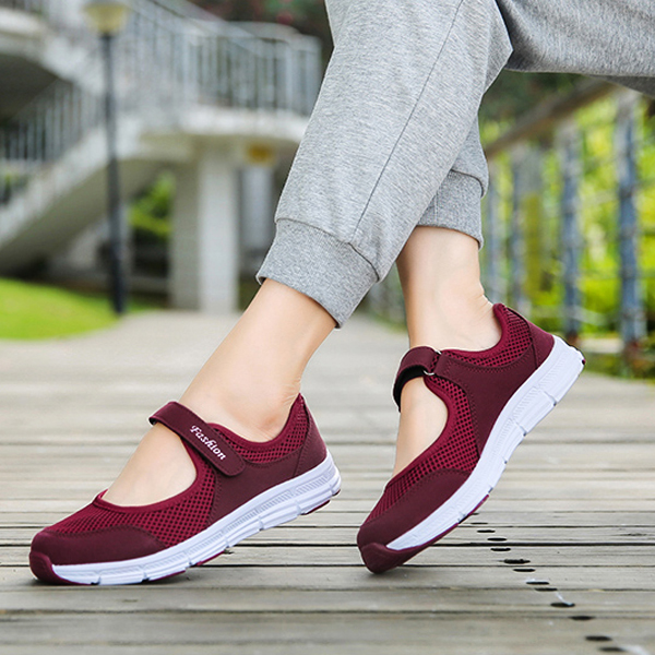 Soft Base Loop Closure Canvas Shoes - Burgundy