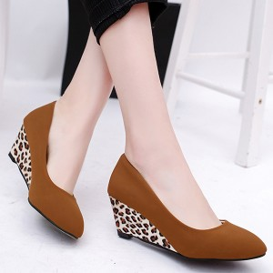 Leopard Contrast Thick Bottom Pointed Shoes - Brown