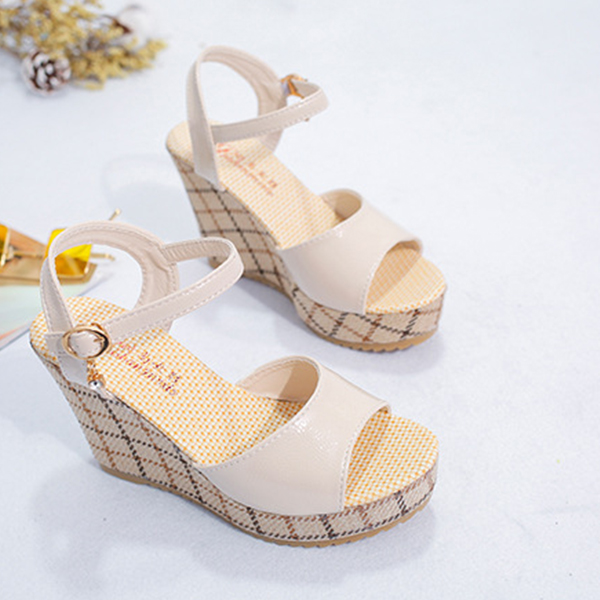 Thick Bottom Buckle Strapped Platform Sandals - Apricot
