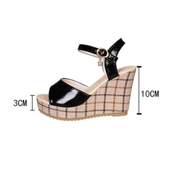 Thick Bottom Buckle Strapped Platform Sandals - Black
