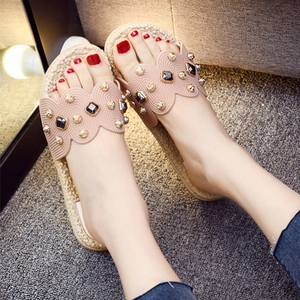 Rivets Decorated Feet Comfort Casual Slippers - Pink