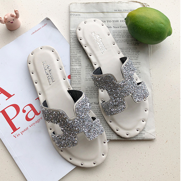 Rivets Decorative Party Wear Flat Slippers - Silver