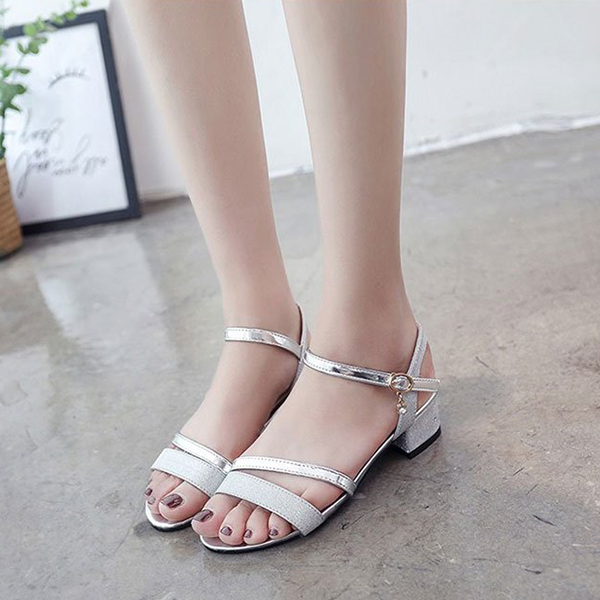 Elegant Buckle Strap Designers Party Sandals - Silver