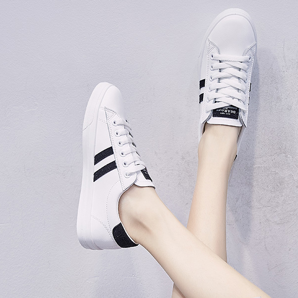 Contrast Stripes Laced Flat Casual Sneakers - Black
