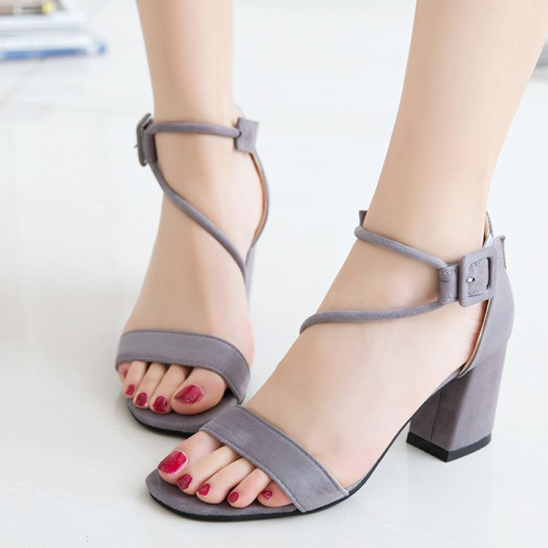 Medium Heel Wavy String Sandals - Grey