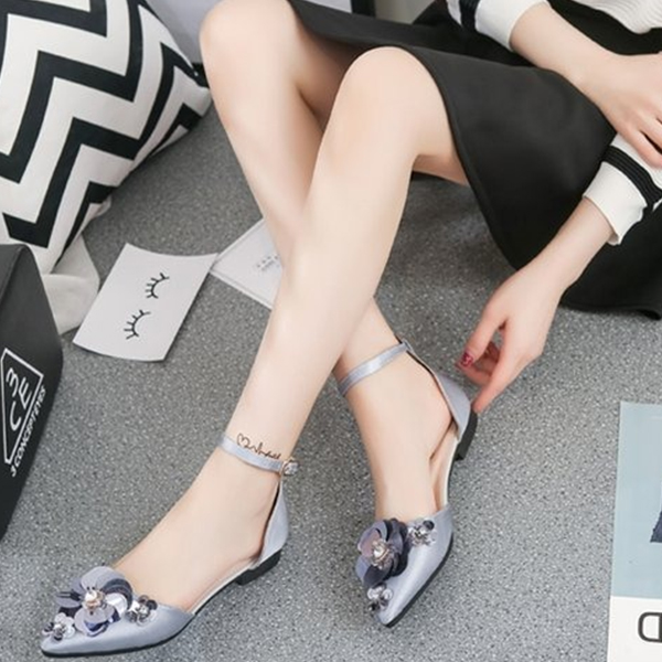 Low Heel Pointed Grey Buckle Sandals