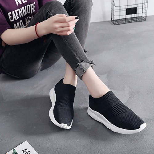 Soft Bottom Stretchable Lace Female Casual Sneakers - Black