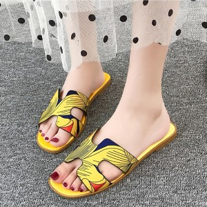 Fancy Prints Cut Out Casual Flat Slippers - Yellow