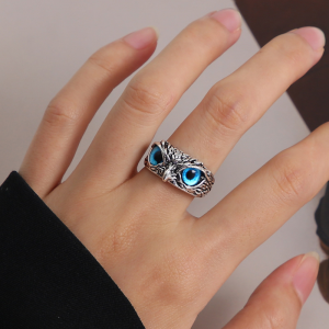 Fancy Engraved Eagle Style Crystal Rings For Women - Blue