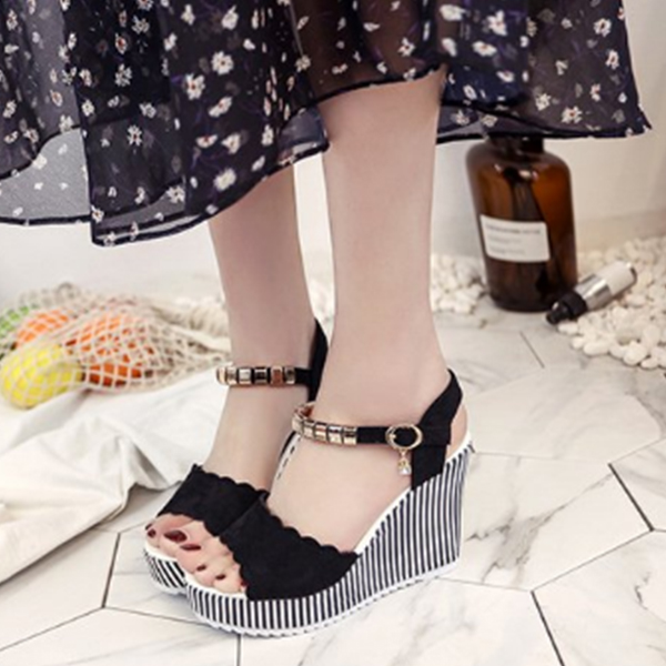 Black Scalloped Thick Sole Party Sandals