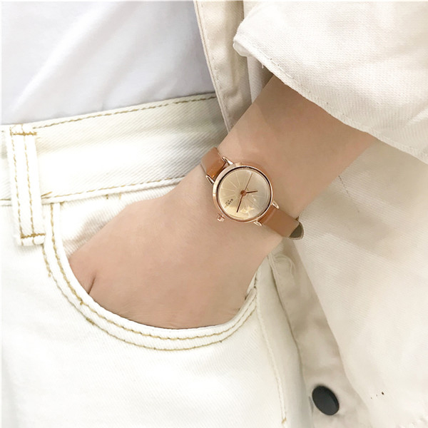 Simple Office Wear Leather Strap Analogue Wrist Watch